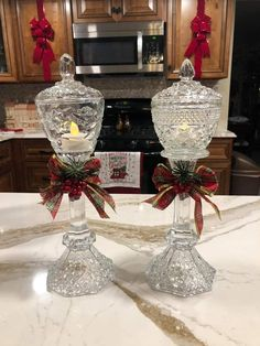 Diy Christmas Decorations Easy, Christmas Lanterns, Christmas Centerpieces, Diy Christmas Gifts, Christmas Art, Christmas Projects, Christmas Ornaments, Christmas Ideas, Diy Home Crafts