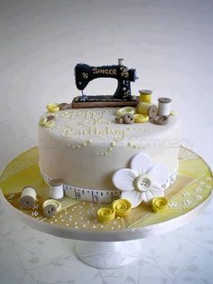 51 Ideas Sewing Machine Cake Sweets For 2019 Pretty Cakes, Cute Cakes, Beautiful Cakes, Amazing Cakes, Sewing Machine Cake, Sewing Cake, Bolo Fondant, Super Torte, Novelty Cakes