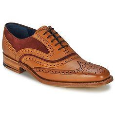 O estilo dandy está presente nesta estação com o sapato da marca Barker. O seu modelo Mc Clean em couro castanho fascina-nos ao primeiro olhar. Um sapato nobre com interior em couro e sola em couro, que não esquece o conforto. Totalmente na moda! - Cor : Castanho - Sapatos Homem 287,20 €