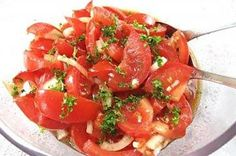 Grandma& tomato salad - recipe with picture- Tomatensalat – Rezept mit Bild Tomato salad simple … Italian Salad Recipes, Tomato Salad Recipes, Tomato Recipe, Slow Cooker Recipes, Beef Recipes, Vegetarian Recipes, Alfredo Recipe, How To Make Salad, Southern Recipes