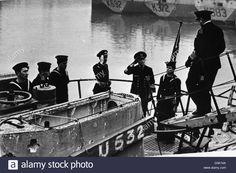 Британские моряки на борт немецкая подводная лодка следующую сдачу Фото со стока