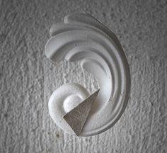 Triangle earstuds in fine and sterling silver / door deBATjes