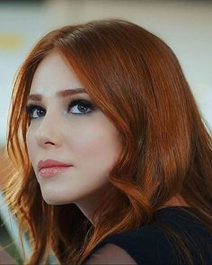almost like Cecile. Pretty Blonde Girls, Gorgeous Redhead, Red Hair Woman, Woman Face, Redhead Girl, Brunette Girl, Elcin Sangu, Peinados Pin Up, Turkish Beauty