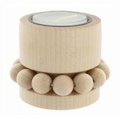 Aarikka PRINSESSA Teelicht aus Holz, 5 cm hoch, natur unbehandelt   Erhältlich in den Farbvarianten rot, weiß und natur.   Hinweis zu unbehandeltem Holz: Durch die Einwirkung von natürlichem Licht bildet sich auf unbehandeltem Holz eine Patina. Drehen Sie deshalb das Produkt von Zeit zu Zeit, um eine gleichmässige Oberfläche zu erhalten.  Das Unternehmen AARIKKA: Aarikka ist neben iittala und marimekko eine der großen Design-Marken aus Finnland.