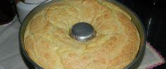 Bolo de pão de queijo simples da Sandra  3 ovos inteiros 3 xícaras (chá) de polvilho doce 1 xícara (chá) de leite 1 xícara (chá) de óleo 1 colher (café) de sal 150 g de queijo parmesão ralado (fresco fica mais gostoso) 1 colher rasa (sopa) de fermento em pó