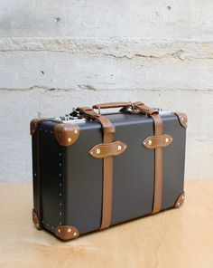 "Globe-Trotter  ""Stabilist"" 20"" iPad Suitcase in Brown/Caramel"