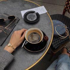 ☕💋☕ coffee and dinner Coffee Cafe, Coffee Drinks, Coffee Shop, Coffee Pics, Aesthetic Coffee, Aesthetic Food, Aesthetic Indie, Travel Aesthetic, Coffee Break