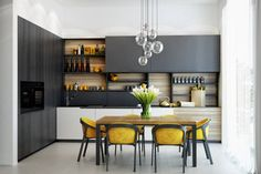 Flawless Minimalist Kitchen Design Ideas That Look More Awesome Minimalist design is now back to trend. One of them is the application of minimalist kitchen design. Many people are competing to create a minimalist . Stylish Kitchen, Modern Kitchen Design, Interior Design Kitchen, Kitchen Sets, Kitchen Decor, Open Kitchen, Kitchen Shelves, Kitchen Cabinets, Space Kitchen