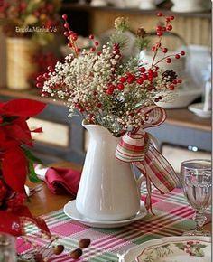 """Bellezza e semplicità dell'Agrifoglio e Vischio nelle decorazioni Natalizie… Da sempre le piante dell'agrifoglio e del Vischio hanno rappresentato insieme il simbolo augurale """"per eccellenza"""" del Natale, il colore rosso acceso delle bacche unito al verde intenso delle foglie, danno quella particolare carica e atmosfera a tutte le decorazioni Natalizie che vanno a riempire quei determinati ... Leggi ancora"""