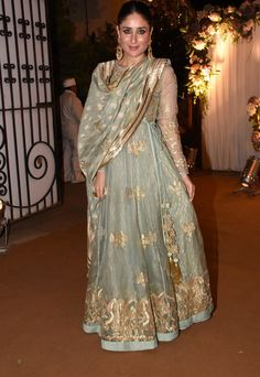 Indian Actress Kareena Kapoor Hot In Green dress Anarkali Dress, Pakistani Dresses, Indian Dresses, Indian Outfits, Lehenga Choli, Ethnic Outfits, Trendy Outfits, Indian Attire, Indian Wear