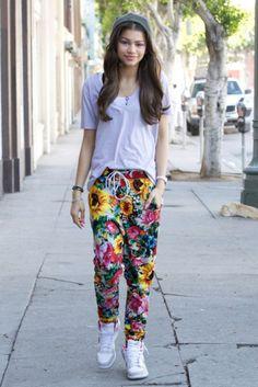 Zendaya looks so comfy in a cute fall outfit ❤ Tomboy Fashion, Tomboy Chic, Teen Fashion, Fashion Outfits, Tomboy Style, Cheap Fashion, Fashion Pants, Urban Fashion, Mode Zendaya