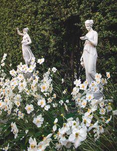 Hebe statues Lost World: Italian Opulence at Villa Balbiano on Lake Como - Gardenista Nature Aesthetic, Flower Aesthetic, Cartoon Meme, Templer, Greek Statues, Italian Statues, Design Blog, Lake Como, Dream Garden