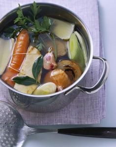 10 tricks for the perfect broth - I 10 trucchi per il brodo perfetto Carne, Cooking For Dummies, Soup Recipes, Healthy Recipes, Salty Foods, Slow Food, I Love Food, Italian Recipes, Food Photography