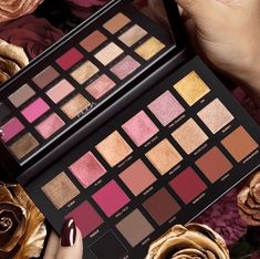 Huda: Rose Gold ReMastered Eyeshadow Palette