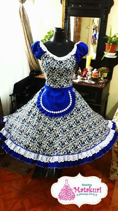 fiesta patria Clogs Outfit, Dance Dresses, Halloween Costumes, Fashion Outfits, Sewing, How To Wear, Clothes, Ideas, Folklorico Dresses