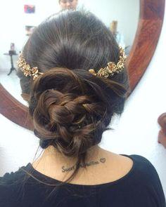 Bride to be✨  3317922788  Colomos #2627-A col. Providencia. #Providencia #Guadalajara #Cursos #Peinado #Chongos #AG #Cabello #Estilista #México #Belleza #Nature #Aprende #Peinate #CabelloDeprincesa #Bride #BrideToBe #Hair #Accesories #Hairdresser #Wedding #Novia #Bodas #Bridal