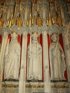 York Minster Interior Kings Screen by sculptor William Hyndeley  -  King Wall Relief Wall - l-r - King Henry II, father of next two Kings,  1154-89, sword and heart, Richard I, 1189-99, the Lionheart  John   Lackland, 1199-1216