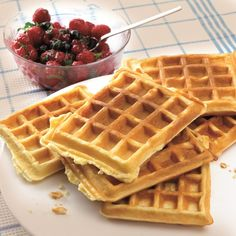 Dutch recipe for lemon-yoghurt waffles with berries Dutch Recipes, Sweet Recipes, Baking Recipes, My Dessert, Eat Dessert First, Healthy Sweets, Healthy Baking, Dessert Weight Watchers, Belgian Food