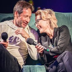 David and Gillian at Spooky Empire, Photo by: (x) Tv Actors, Actors & Actresses, Gillian Anderson David Duchovny, Duchovny Anderson, Fanfiction Prompts, Spooky Empire, David And Gillian, Dark Wizard, Chris Carter