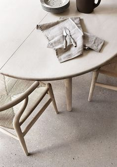 Hans Wegner chair: A Scandinavian home in the countryside | BODIE and FOU