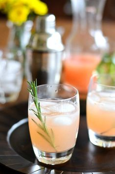 a light and refreshing cocktail for spring! Cocktail Mix, Cocktail Drinks, Cocktail Recipes, Drink Recipes, Tequila Sunrise, Mojito, Beautiful Drink Recipe, Rosemary Simple Syrup, Gastronomia