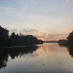 Licht reflecterend in het stille water