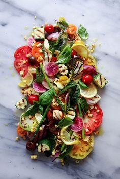 Heirloom Tomato & Grilled Veggie Salad via Wife Mama Foodie Cheese Appetizers, Appetizer Recipes, Salad Recipes, Healthy Recipes, Vegetarian Recipes, Drink Recipes, Grilled Corn Salad, Grilled Veggies, Grilled Zucchini