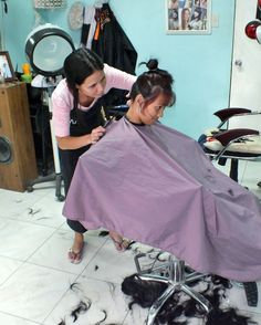 FUN HAIR CUT & more - PHOTOS - BARBERETTES - BARBERETTES IN ACTION - Barberette in action