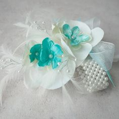 Perfect for the prom this handmade unique artificial white orchid with turquoise pearled centres. Sprays of white feathers, silver wired pearled sprays. Attached to a elasticated pearled wrist band. Beach Wedding Headpieces, Headpiece Wedding, Silk Orchids, White Orchids, Artificial Silk Flowers, Turquoise Flowers, Wrist Corsage, White Feathers, Blue Hydrangea