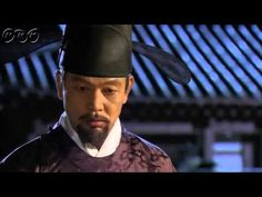 """5分でわかる「王女の男」~第15回 苦渋の決断~ """"朝鮮王朝版 ロミオ&ジュリエット""""韓国を熱狂させた超話題作。歴史に残る大事件を背景に、宿敵となった男女の切ない愛を描いた究極のラブロマンス。女性たちをとりこにした主演パク・シフの幅広い演技にも注目!うっかり見逃した、もう一度みたい・・・そんなあなたはこの5分ダイジェスト版をチェック!    第15回「苦渋の決断」  スンユをかばったセリョンの背中にシン・ミョンの放った矢が突き刺さる。ぼう然と立ちすくむスンユ。そこへソクチュらが現れ、敵の兵が来る寸前にスンユを連れて逃げる。首陽(スヤン)らはチョン・ジョンの排除に動きだし、ついに捕らえられてしまう。  第15回を5分ダイジェストでご紹介!  NHK BSプレミアム 毎週(日)午後9時~ (C)KBS    番組HPはこちら「http://www.nhk.or.jp/kaigai/oujo/」"""