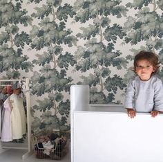 Kidsroom inspo with wallpaper Raphael green - Sandberg Wallpaper Swedish Wallpaper, Palm Wallpaper, Nursery Wallpaper, Wallpaper Decor, Bathroom Wallpaper, Wallpaper Samples, Green Wallpaper, Inspirational Wallpapers, Nursery Inspiration