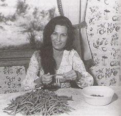 A woman of all trades  Google Image Result for http://spider.georgetowncollege.edu/music/larue/twangers/7%2520Loretta%2520Lynn.jpg