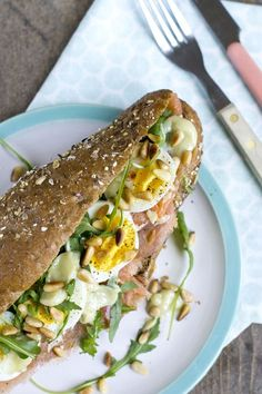 Sandwich mit Lachs, Wasabi Mayonnaise und Ei via BrendaCook Source by roelimulder Tapas, Sandwiches, Lunch Catering, Salmon Sandwich, Food Porn, High Tea, Food Inspiration, Love Food, Food And Drink