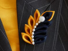 """Mustard Yellow and Navy Blue Kanzashi Leaf pattern Brooch Pin- One of a kind Brooch Pin to make a statement.Obviously, no mustard yellow, probably white. But a nice twist.Love the thought of coordinated accessoriesDiscover thousands of images about """"Bro Satin Ribbon Flowers, Cloth Flowers, Ribbon Art, Diy Ribbon, Ribbon Crafts, Felt Flowers, Flower Crafts, Ribbon Bows, Fabric Flowers"""