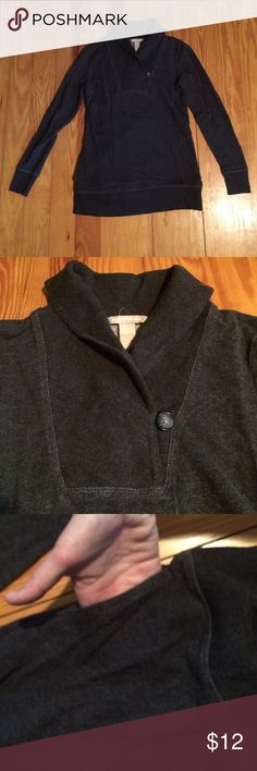 Banana Republic gray cowl neck sweater/sweatshirt This is EXTREMELY soft like a sweatshirt but isn't lined with fleece (feels like a nice long-sleeve t-shirt on). Has pockets!! Fits like a small Banana Republic Tops Tees - Long Sleeve