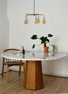 A table with marble top A PART CA -Table marbre 10 - Marble Table Designs Marble Furniture, Furniture Dining Table, Dining Room Table, Home Furniture, Furniture Design, Wood Table, Dining Room Images, Dining Room Design, Interior Inspiration