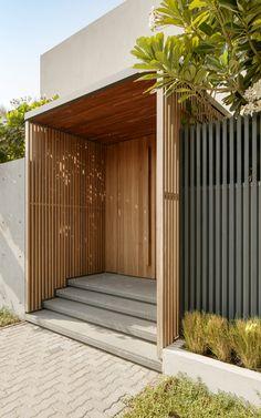Villa Designs: RM Villa, Dubai - Love That Design Modern Entrance, Entrance Design, House Entrance, Facade Design, Fence Design, Door Design, Exterior Design, Interior And Exterior, Modern Architecture House