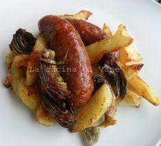 Salsicce con patate e carciofi al forno, ricetta saporita