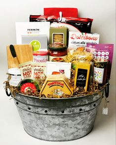 Make closing day even more special with a custom gift basket made especially for them. Corporate Gifts, Gift Baskets, Customized Gifts, How To Make, Sympathy Gift Baskets, Personalized Gifts, Promotional Giveaways, Food Gift Baskets, Gift Basket