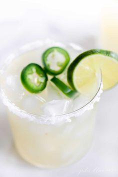 Low Cal Margarita Recipe, Cadillac Margarita Recipe, Pitcher Margarita Recipe, Limeade Margarita, Homemade Margarita Mix, Homemade Margaritas, Perfect Margarita, Skinny Margarita, Party