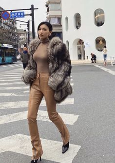 Fur Coat Outfit, Fox Fur Coat, Fur Coats, Fur Fashion, Leather Fashion, Winter Fashion, Chinchilla, Furry Girls, Gorgeous Women