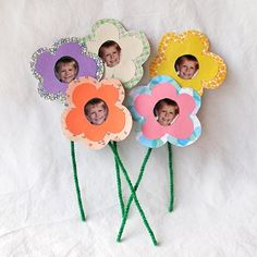 Bouquet of Photo Flowers - Mother's Day Crafts {Fabulous and Fun} #motherdays