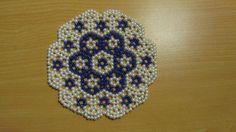 carpeta con perlas Bead Crafts, Diy Crafts, Chocolate Flowers Bouquet, African Flowers, Plastic Canvas Patterns, Bead Art, Bead Weaving, Perler Beads, Beading Patterns