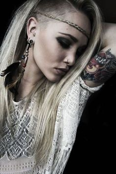 One day my hair will be long and shaved like this ;)