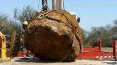 Image copyright                  Telam Image caption                                      Este es el meteorito más grande que se haya encontrado en Sudamérica.                                Hace unos 4.000 años un asteroide gigante (se estima de unos 840.000 kilos) chocó contra la atmósfera de la Tierra. El resultado, una lluvia de meteoritos en Campo del Cielo. Ahora, esas rocas todavía se pueden encontrar en la región, y una de ella