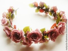 Венок+с+розами+цвета+`какао`.+Веночек+с+розами+цвета+'Какао'(мой+любимый++теплый+цвет)).+Веточка+из+роз,+бутонов+и+листиков+может+служить+как+самостоятельным+украшением+Вашей+прически+в+виде+веночка,+достаточно+закрепить+её+парой+невидимок+или…