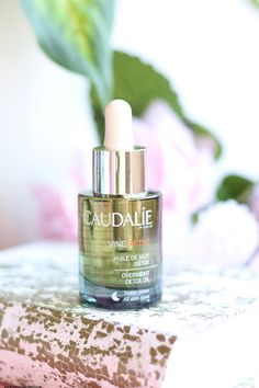 huile de nuit détox VineActiv Caudalie Beauty Ad, French Beauty, Luxury Beauty, Beauty Products, French Pharmacy, Creme Anti Age, Home Health, Caudalie, Perfume Bottles