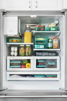 11 Brilliant Fridge Organization Ideas Let's jump right into this fabulous yet brilliant organization and storage ideas for your fridge. Don't you just love organizing. Refrigerator Organization, Kitchen Refrigerator, Pantry Organization, Kitchen Pantry, Kitchen Storage, Kitchen Decor, Organized Fridge, Fridge Storage, Food Storage