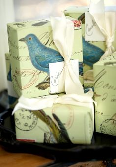 Creative Gift Wrapping, Creative Gifts, Special Gifts, Presentation, Wraps, Advertising, Diy Crafts, Graphic Design, Bird