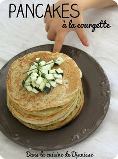 Pancakes à la courgettes, dès mois Pancakes Vegan, Zucchini Pancakes, Cooking Classes Nyc, Cooking Supplies, How To Cook Steak, How To Cook Pasta, Cook Fresh Spinach, Full Fat Yogurt, Necklaces